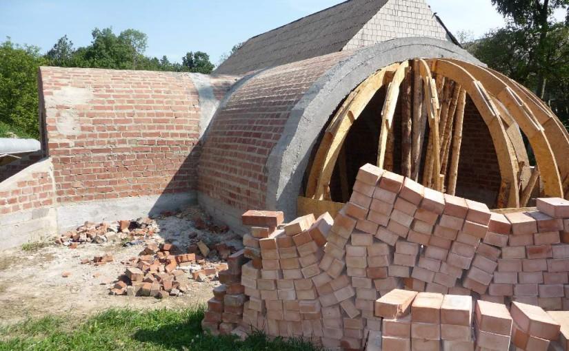 Ziemianka murowana ze sklepieniem łukowym z cegły